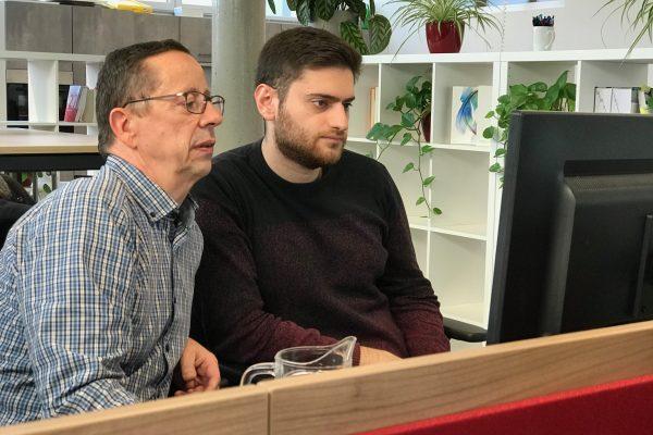 Albert und Hidir im großen Coworking Bereich